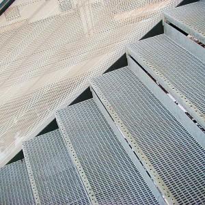 [2549-02] Gitterrosttreppe mit Durchtrittsschutz